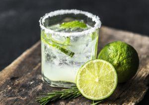 Come preparare un cocktail buono come al bar stando comodamente a casa.